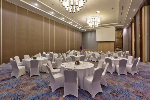 MEETING ROOM & BALLROOM 2